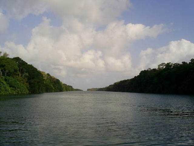 panama-san-lorenzo-gatun-locks-day-tour-rio-chagres-stunning-landscape
