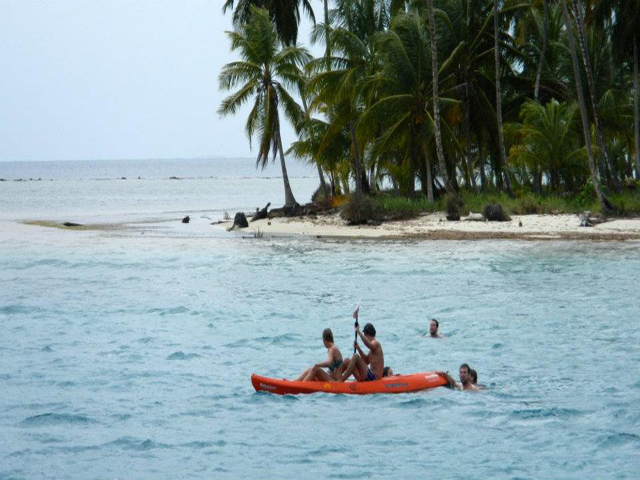 Sailing-Panama-Cartagena-San-Blas-black-df-kayaking