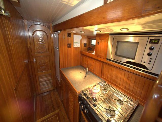 Sailing-Panama-Cartagena-San-Blas-black-df-kitchen
