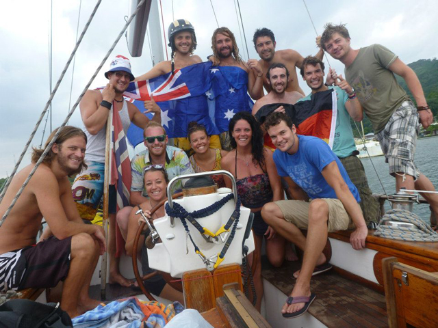 Sailing-Panama-Cartagena-San-Blas-black-df-legendary