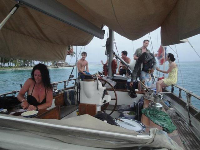 Sailing-Panama-Cartagena-San-Blas-black-df-outside
