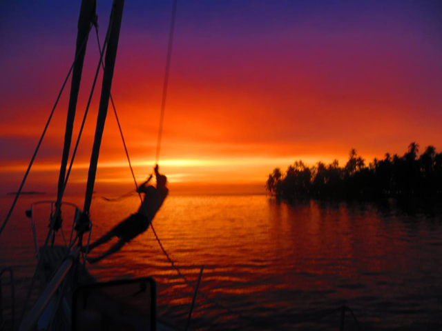 Sailing-Panama-Cartagena-San-Blas-black-df-sunset