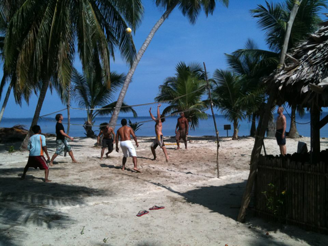 Sailing-Panama-Cartagena-San-Blas-black-df-volley