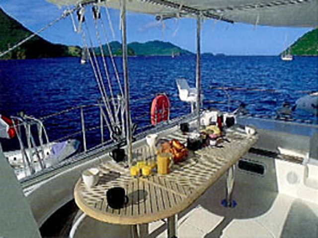 Sailing-Panama-Cartagena-San-Blas-jacqueline-cockpit