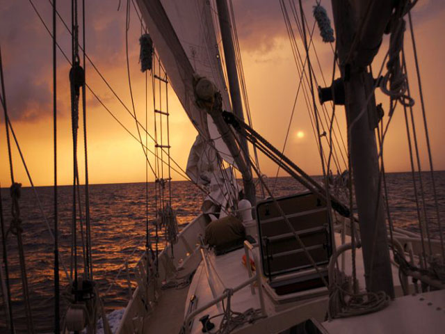 Sailing-Panama-Cartagena-San-Blas-one-world-sunset