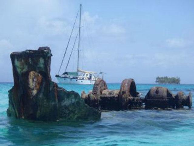 Sailing-Panama-Cartagena-San-Blas-wild-card-wreck-ship
