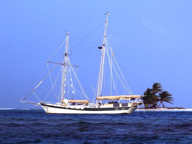 Sailing-Panama-Cartagena-San-Blas-one-world-boat-san-blas