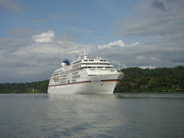 panama-Canal-Jungle-Day-Tour-cruise