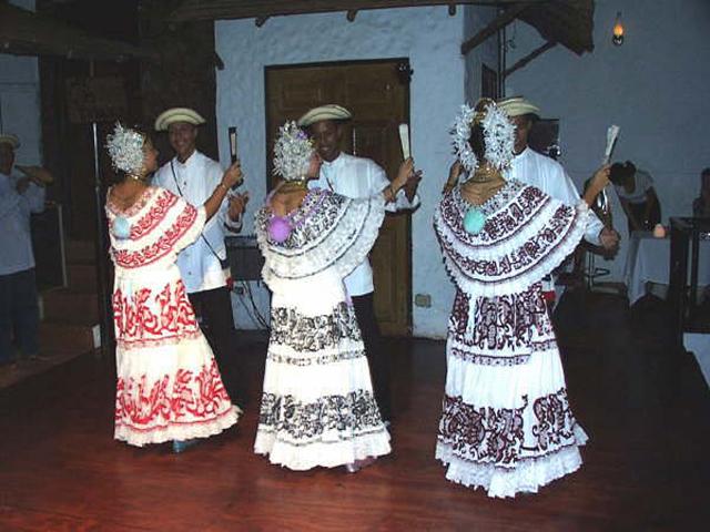 panama-cultural-dinner-restaurant-dancing2