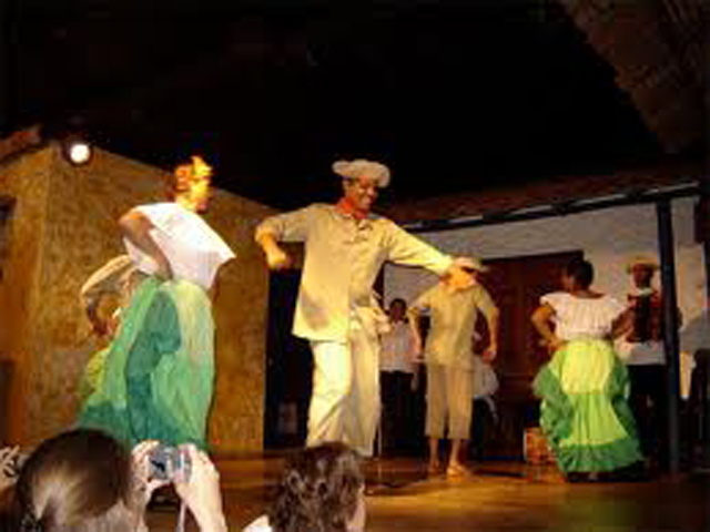 panama-cultural-dinner-restaurant-dancing3