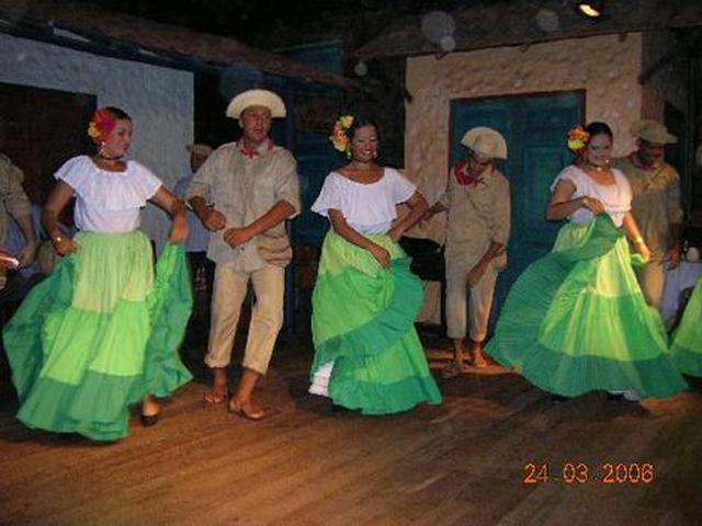 panama-cultural-dinner-restaurant-dancing4