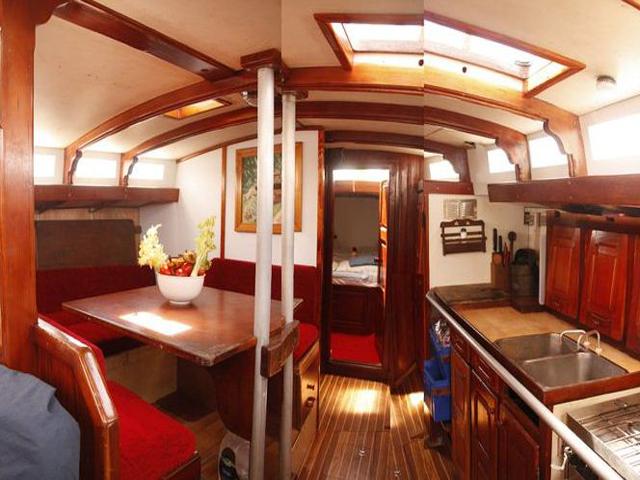 Sailing-Panama-Cartagena-San-Blas-dinning