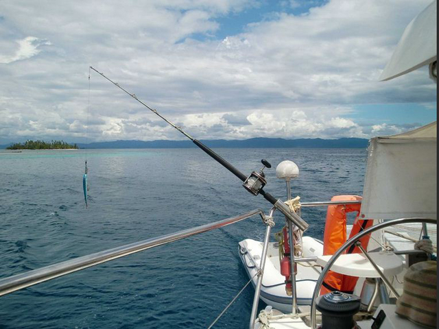 Sailing-Panama-Cartagena-San-Blas-fishing-line