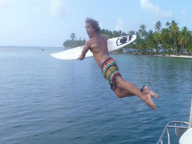 Sailing-Panama-Cartagena-San-Blas-jump