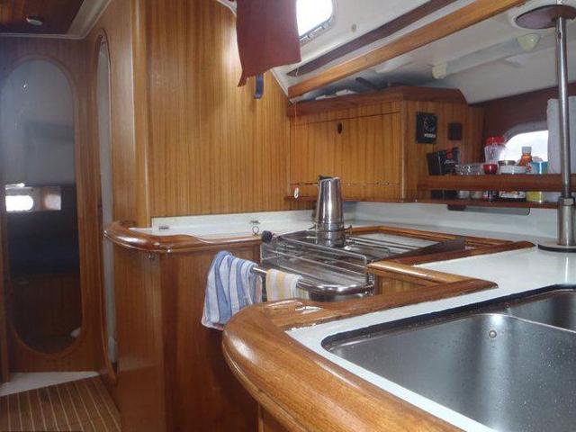 Sailing-Panama-Cartagena-San-Blas-kitchen