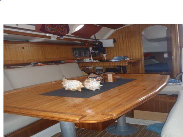 Sailing-Panama-Cartagena-San-Blas-living