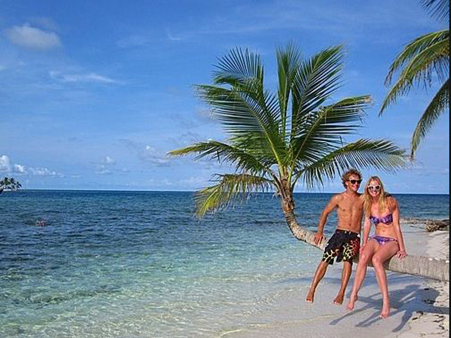 Sailing-Panama-Cartagena-San-Blas-luka-fun-in-san-blas