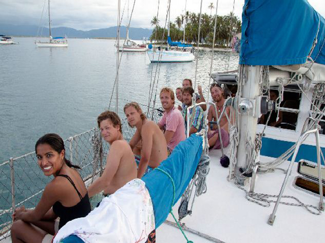 Sailing-Panama-Cartagena-San-Blas-luka-people2