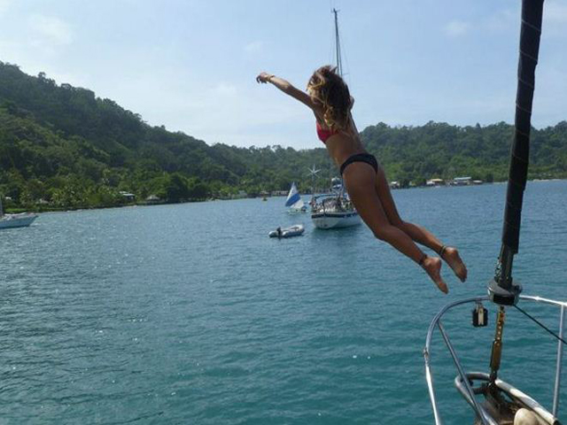 Sailing-Panama-Cartagena-San-Blas-nirvana-jump!