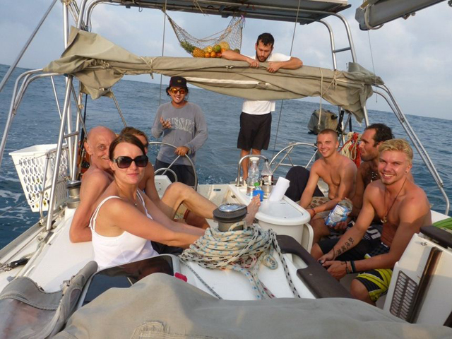 Sailing-Panama-Cartagena-San-Blas-people