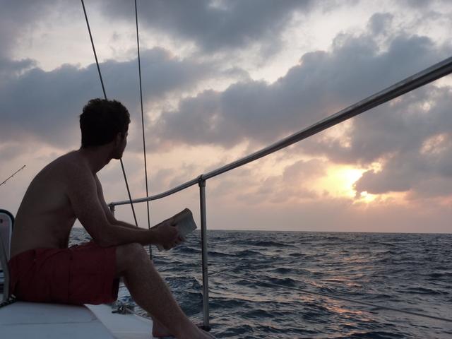 Sailing-Panama-Cartagena-San-Blas-sunse