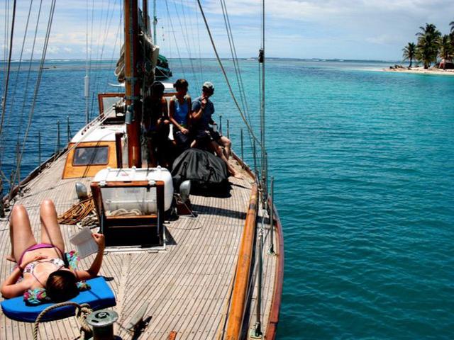 Sailing-Panama-Cartagena-San-Blas-the-boat4