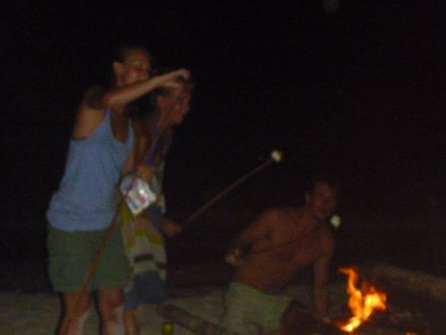 Sailing-Panama-Cartagena-San-Blas-windsurfer-bonfire-islands