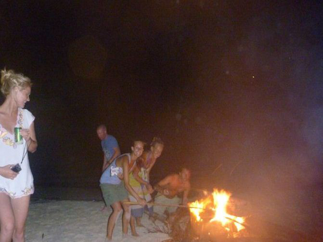 Sailing-Panama-Cartagena-San-Blas-windsurfer-bonfire