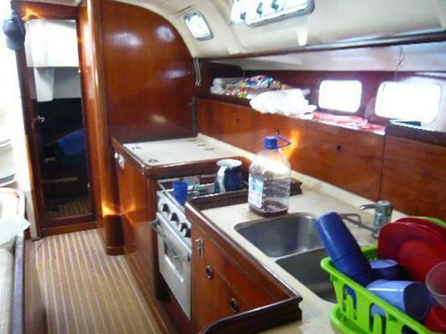 Sailing-Panama-Cartagena-San-Blas-windsurfer-kitchen