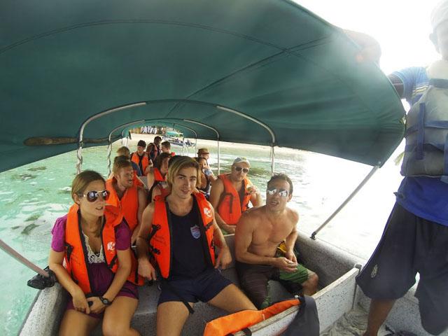 san-blas-islands-panama-camping-tour-boat