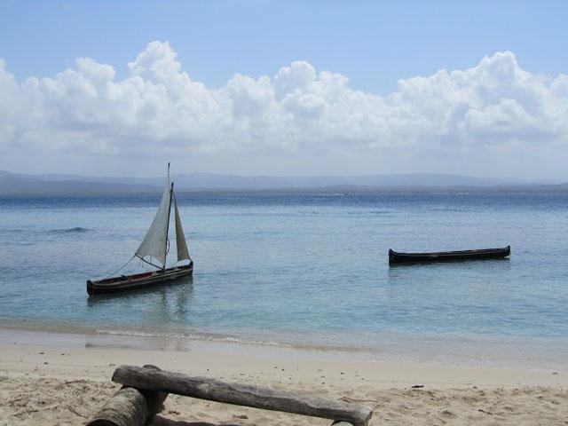 san-blas-islands-panama-camping-tour-fishers-village