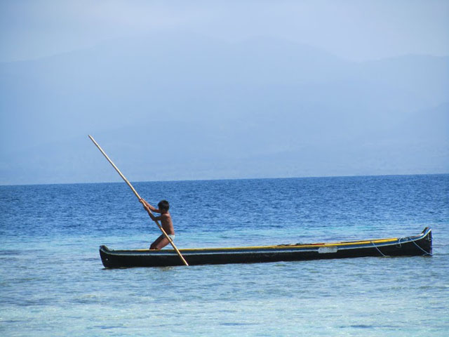 san-blas-islands-panama-camping-tour-kuna-kid