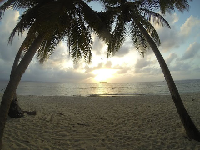 san-blas-islands-panama-camping-tour-sunset